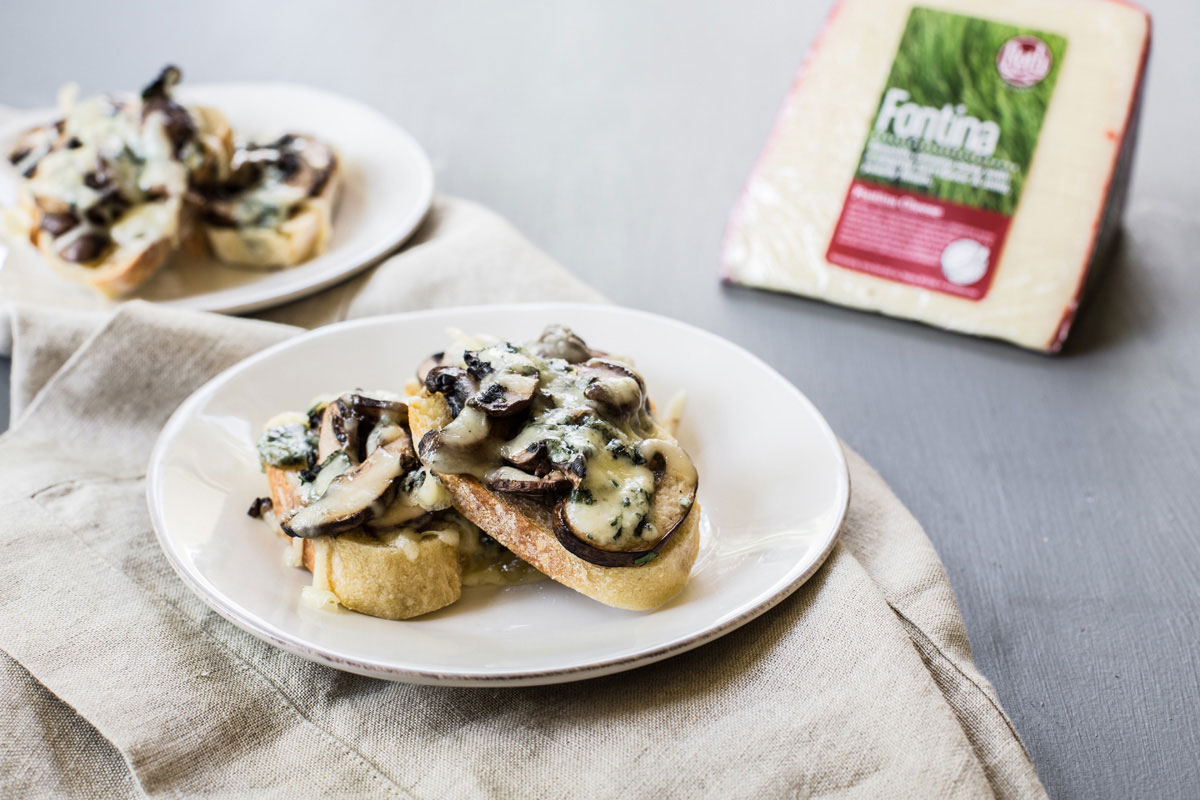 Buttermilk Blue® Crostini With Mushrooms - Roth Cheese