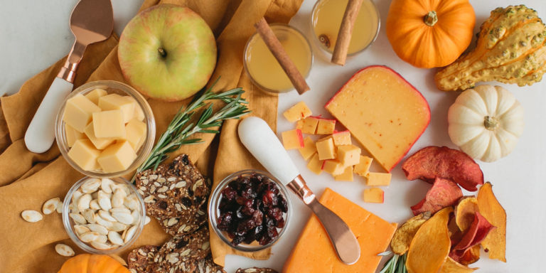 How to Make a Thanksgiving Cheeseboard