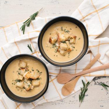 Roasted Garlic Cauliflower Cheddar Soup