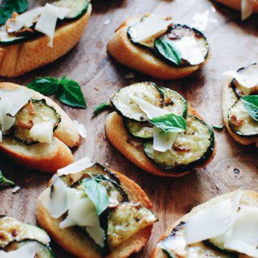 Garlicky Zucchini Crostini